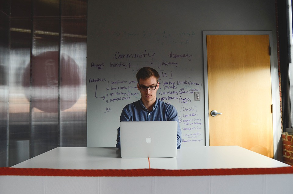 8 Essential Tips to Start Your Own Business and Become Your Own Boss