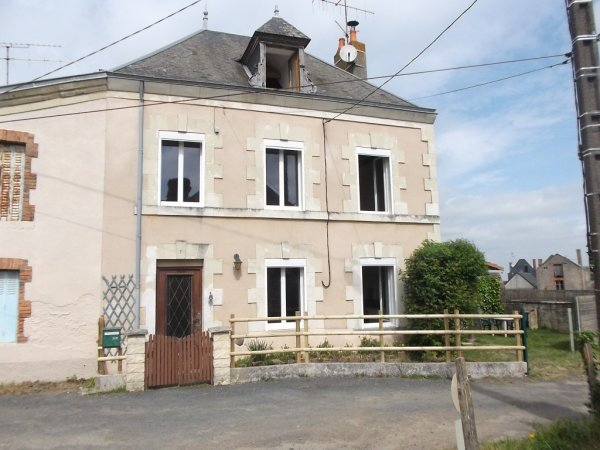 House for Sale in Moutiers-Sous-Argenton, Poitou-Charentes, France