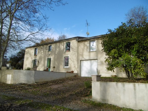 House for Sale in Luzay, Poitou-Charentes, France