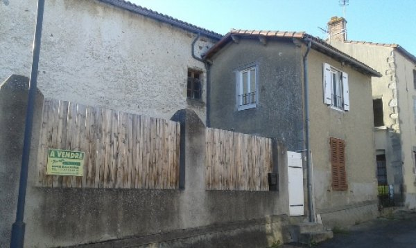 House for Sale in Faye-L'abbesse, Poitou-Charentes, France