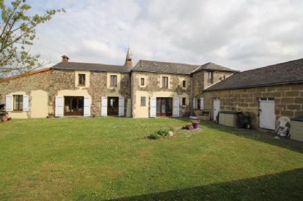 House for Sale in Genneton, Poitou-Charentes, France