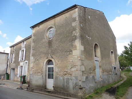 House for Sale in Ardin, Poitou-Charentes, France