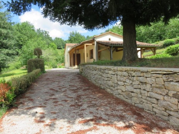 Villa for Sale in Beynac-Et-Cazenac, Aquitaine, France