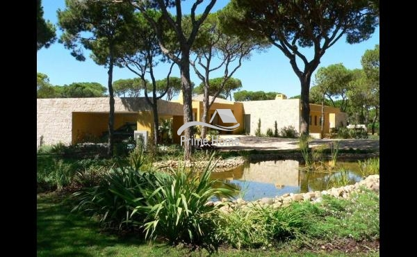 Villa for Sale in Vilamoura, Faro, Vilamoura, Portugal