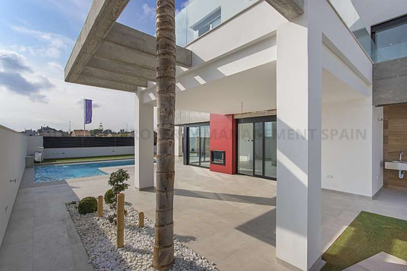 Villa for Sale in Los Alcazares