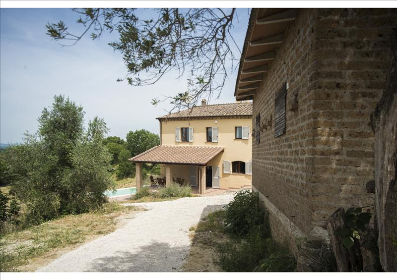 House for Sale in Farmhouse in Terni Umbria, Terni, Italy