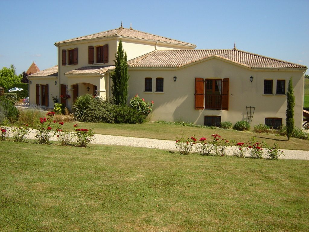 Villa for Sale in Seyches, France