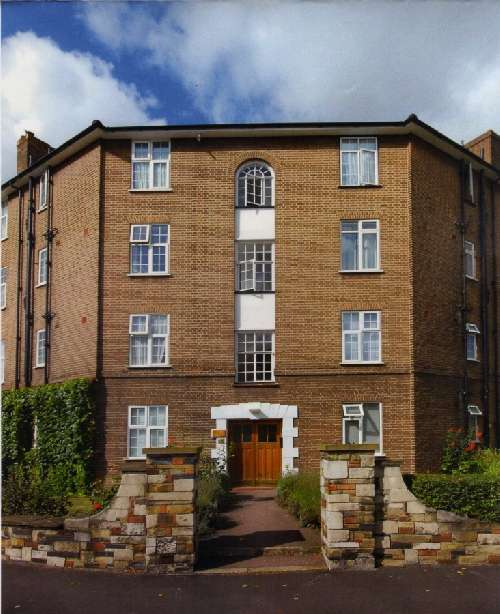 Apartment for Sale in Kingston upon Thames, United Kingdom