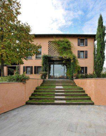 Villa for Sale in Levizzano Rangone, Italy