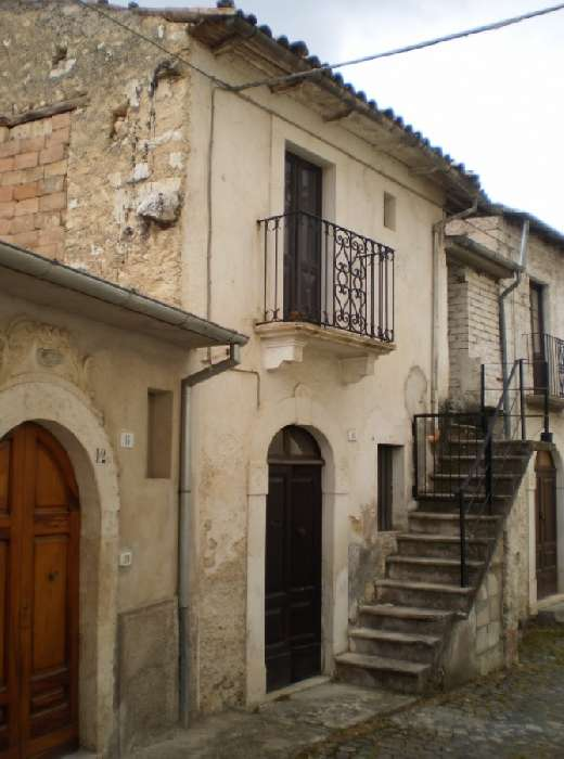 House for Sale in Prata d'Ansidonia, Italy