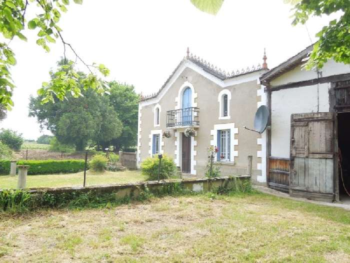 House for Sale in Laree, France