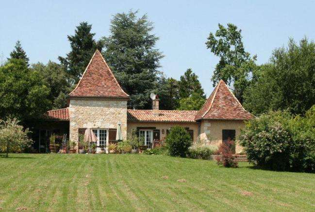 Villa for Sale in Bergerac, France