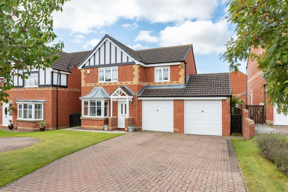 Detached House for Sale in Newton AyclIffe, , United Kingdom