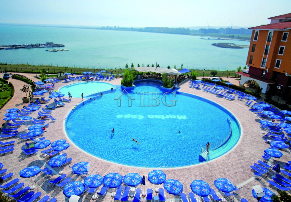 Large and spacIous 1-bedroom apartment In the Beachfront MarIna Cape****