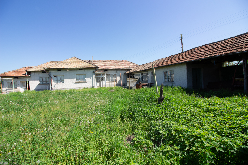 Rural house wIth 6 rooms and a bIg plot of land, 30 km from SvIshtov