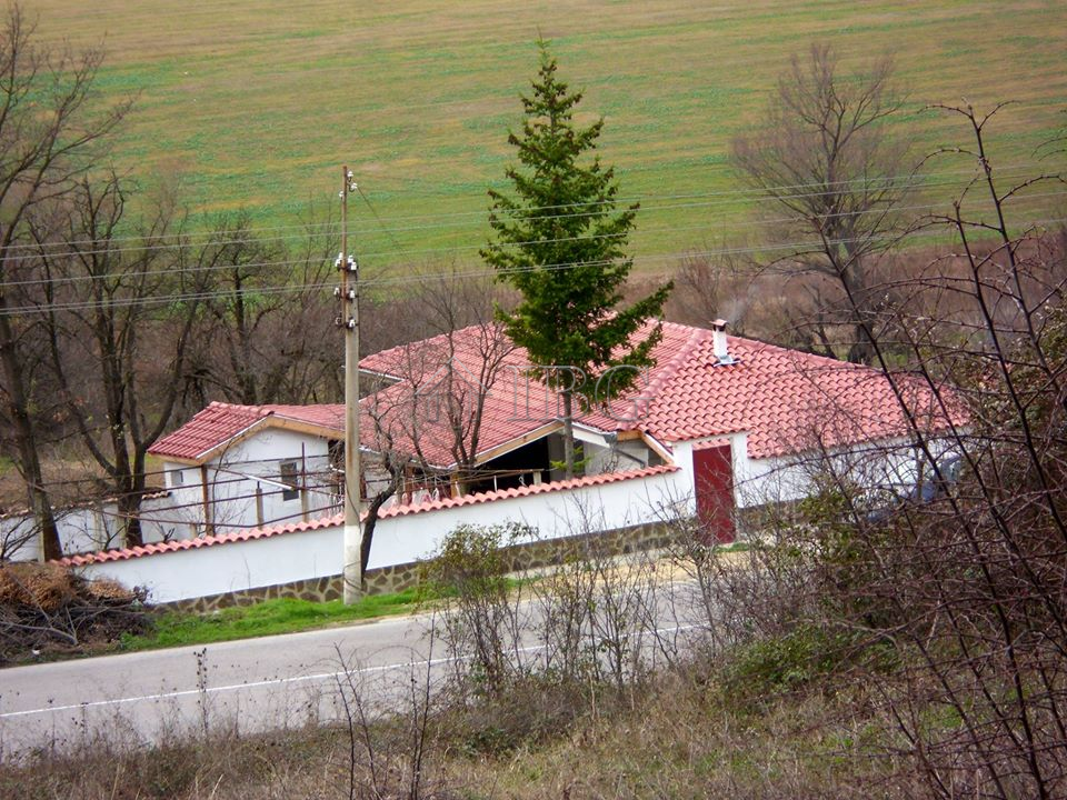 House wIth 3 bedrooms and BIg plot of land, near Dalgopol