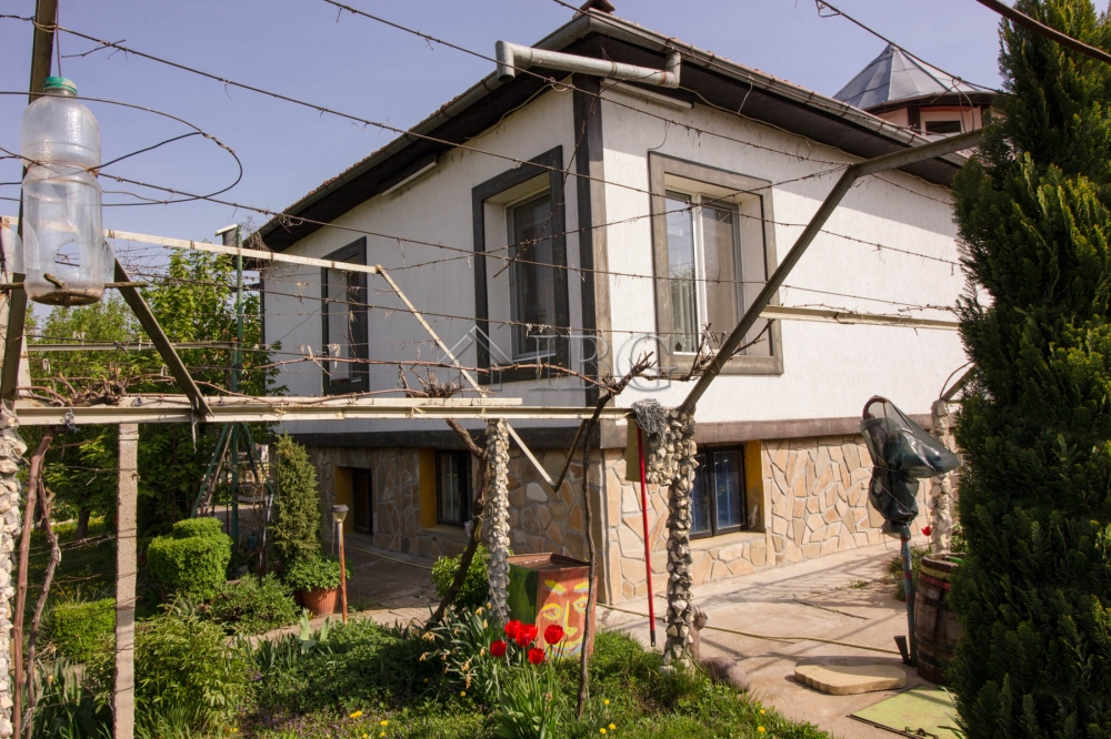 FurnIshed 3-bedroom house wIth garden, pool and outbuIldIngs near Ruse