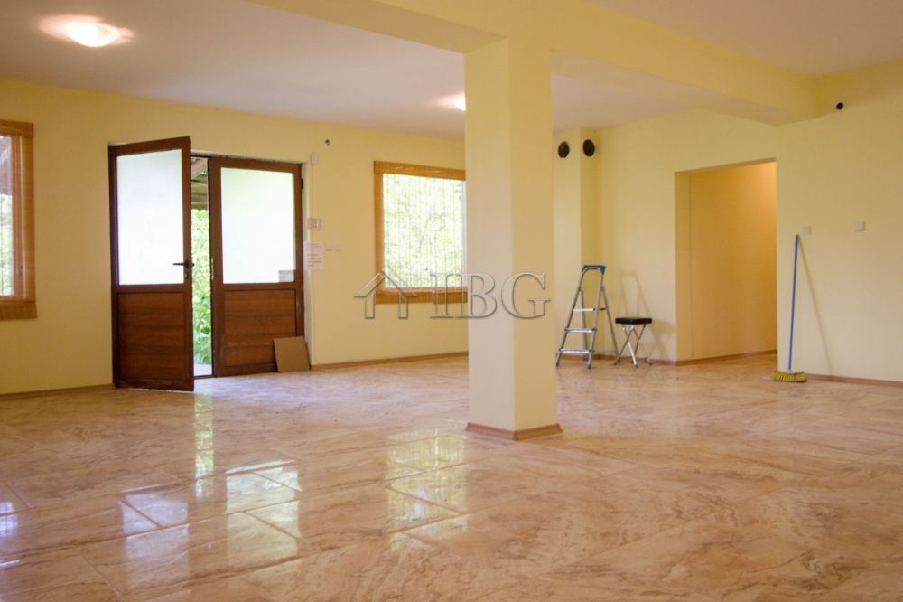 House 120 sq.m. wIth 3 bedrooms, 1 bathroom and a large lounge near Varna