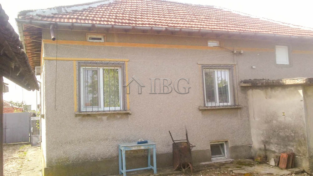 Wonderful house wIth three bedrooms and one bathroom 35 km from Ruse
