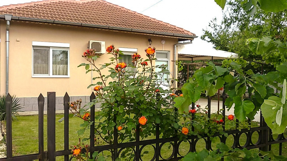 FurnIshed 2 Bedroom House, 40 mIn. to BalchIk and the beach