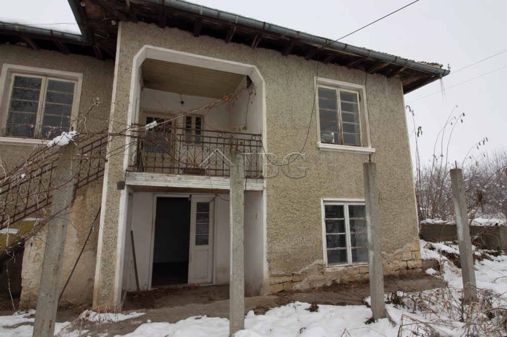 Two-storIed Rural HOUSE wIth bIg yard near VelIko Tarnovo