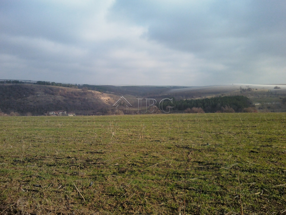 Two neIghborIng plots for sale 22 mInutes drIvIng to Razgrad
