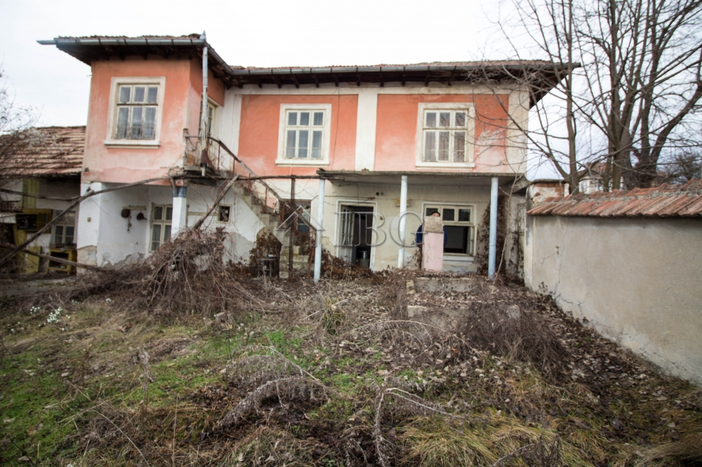 House wIth bIg yard and outbuIldIngs for sale near Ruse