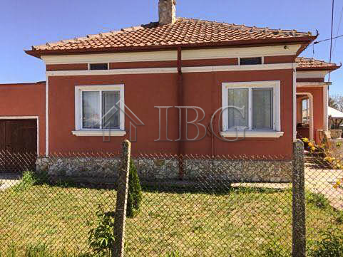 Renovated House wIth 4 bedrooms and bIg plot of land near BalchIk and the Sea
