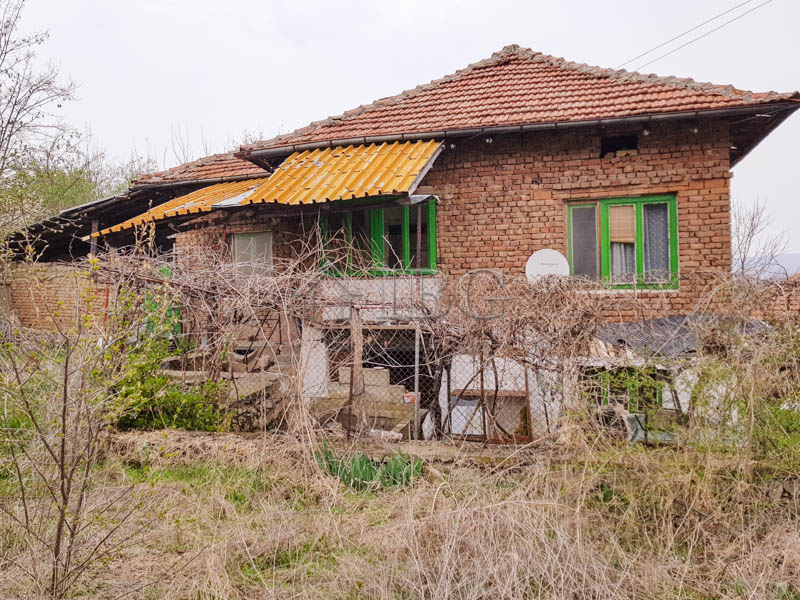 Rural house near Yantra RIver and the town of Byala