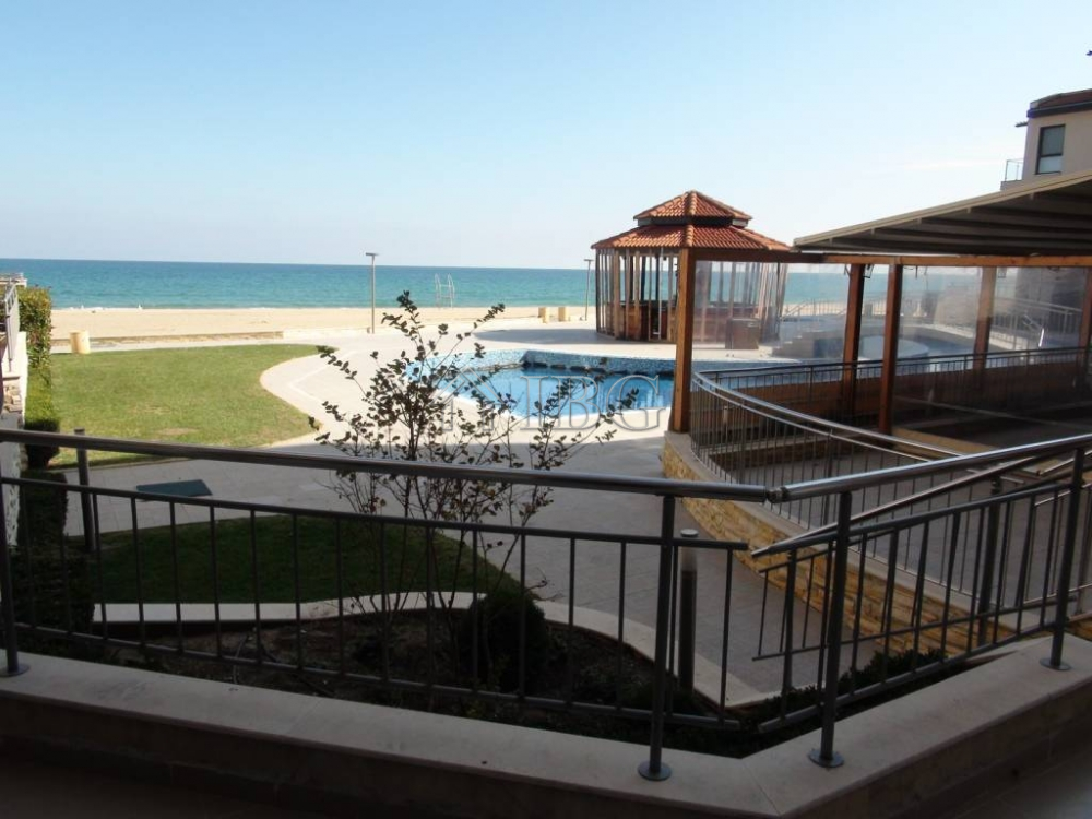 Beachfront 2-bedroom apartment wIth SEA VIEW In Obzor Beach Resort