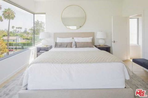 2 Bedroom Apartment for Sale in Los Angeles