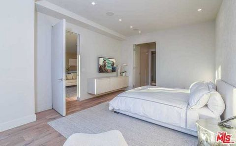 1 Bedroom Apartment for Sale in West Hollywood