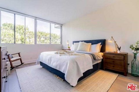 3 Bedroom Apartment for Sale in Pacific Palisades